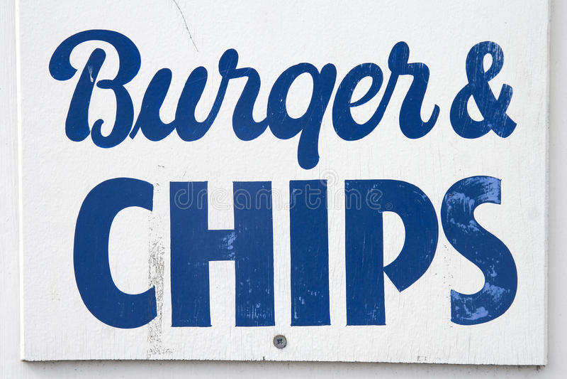 Hamburger en spaanders stock afbeelding
