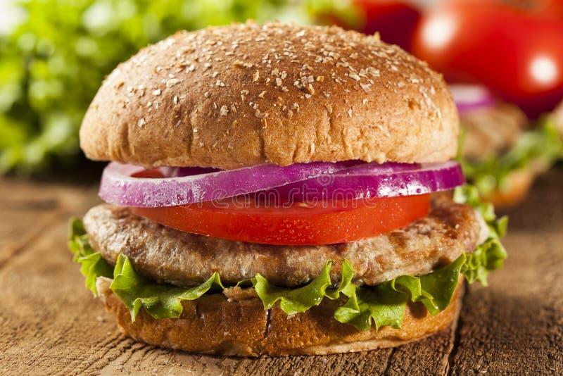 Hamburger fait maison de la Turquie sur un petit pain image stock
