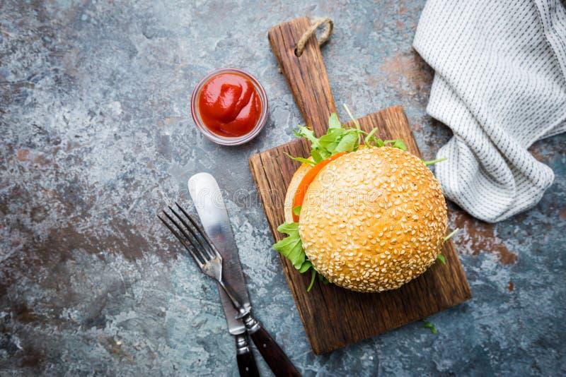 Hamburger fait maison frais image stock