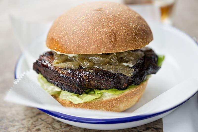 Hamburger grillé de poitrine photos libres de droits