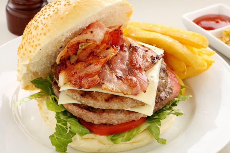 Hamburger met Bacon royalty-vrije stock foto's