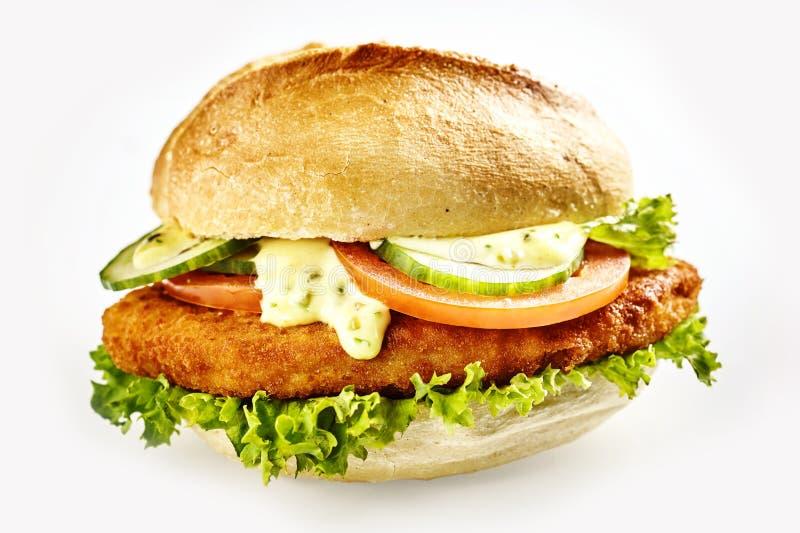 Hamburger met schnitzel stock fotografie