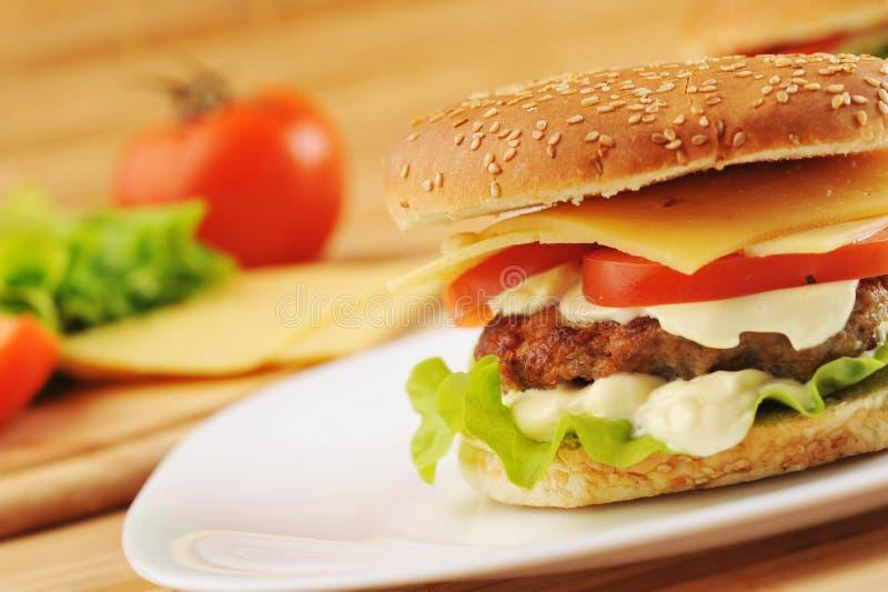 Hamburger mit Kotelett stockbilder