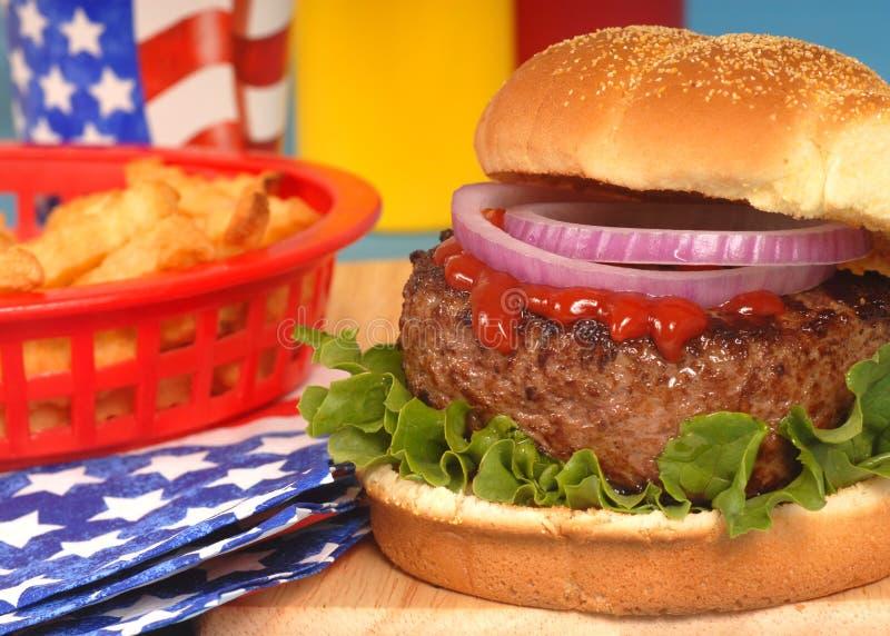 Hamburger no ô do ajuste de julho foto de stock royalty free