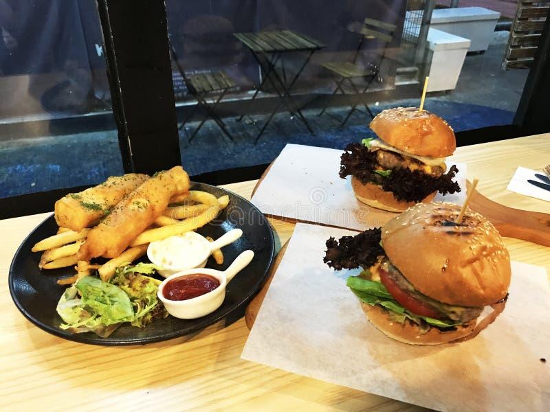 Hamburger, poisson et frit image libre de droits