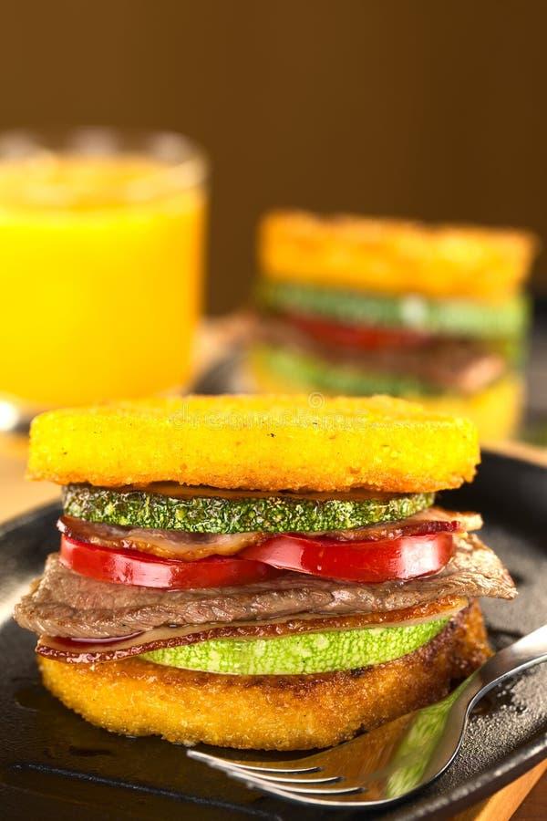 hamburger polenta zdjęcia royalty free