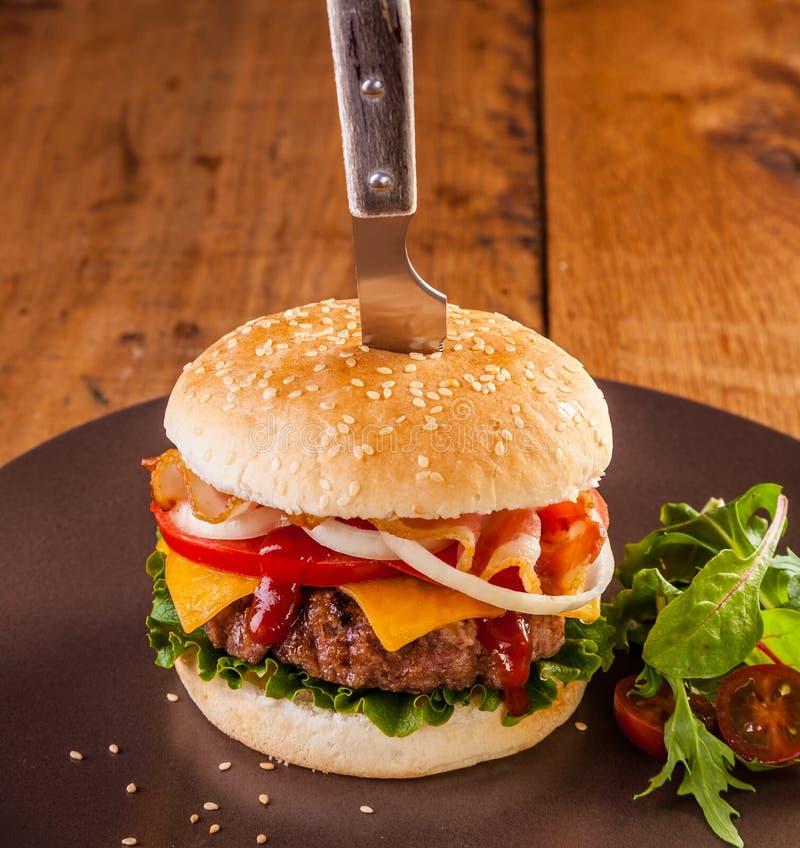 Hamburger suculento foto de stock