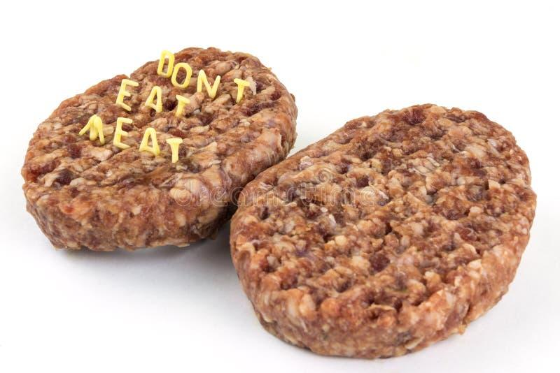 hamburger surowy Inskrypcja listu kędzierzawy makaron - no je mięsa obrazy stock