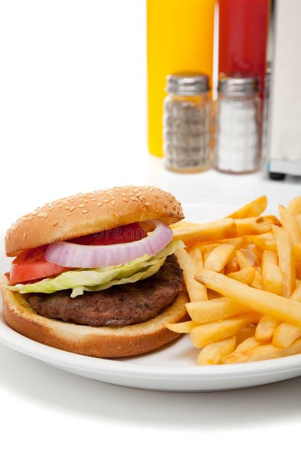 Hamburger- und Pommes-Fritesrestaurantinstallation stockfoto