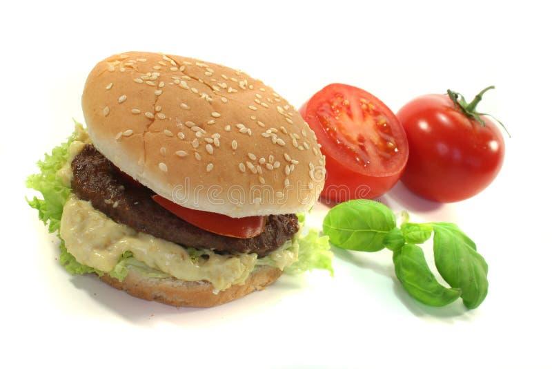 Hamburger z świeżymi warzywami zdjęcia royalty free