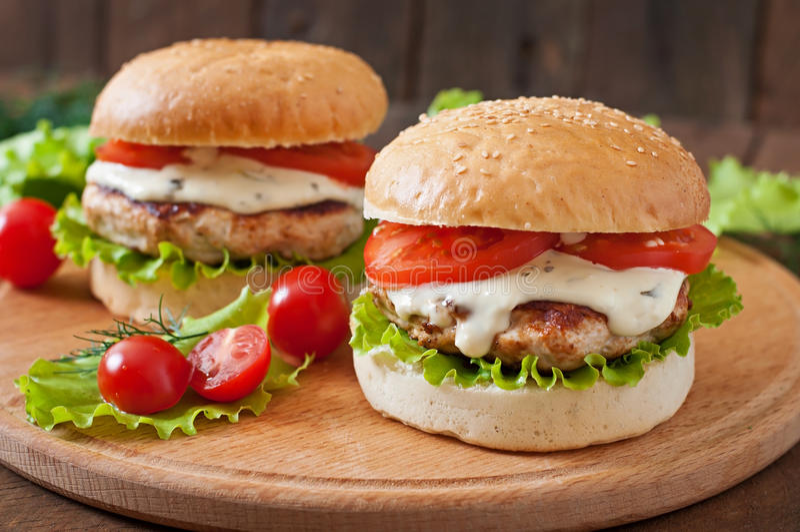 Hamburger z kurczakiem zdjęcie royalty free