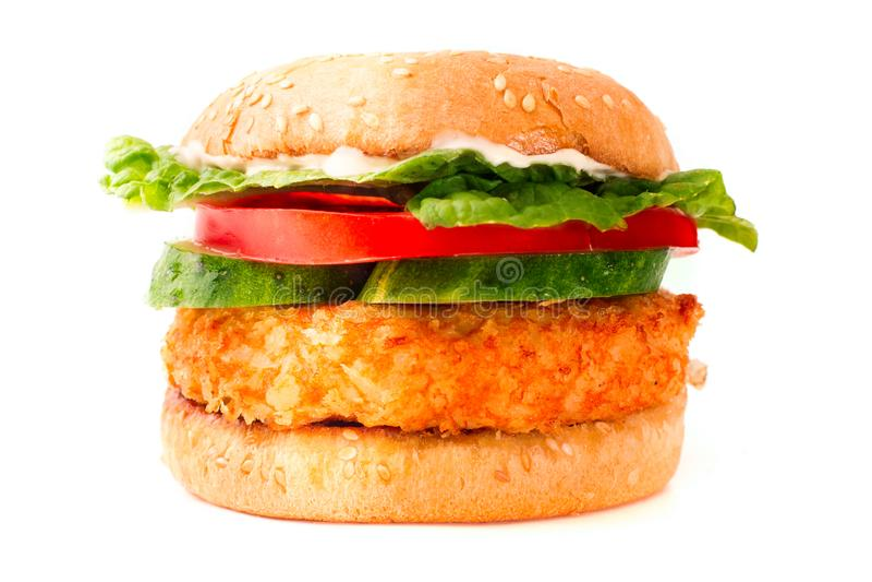 hamburger z pieczonym kurczakiem odizolowywającym na białym tle zdjęcia royalty free