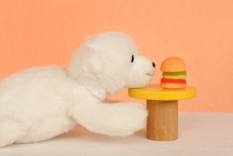 Hamburgerheftige verlangen Schnellimbissversuchungssucht stockfoto