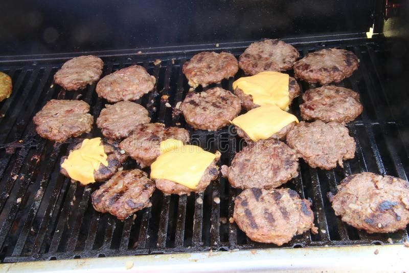 Hamburgers certains avec du fromage photo stock