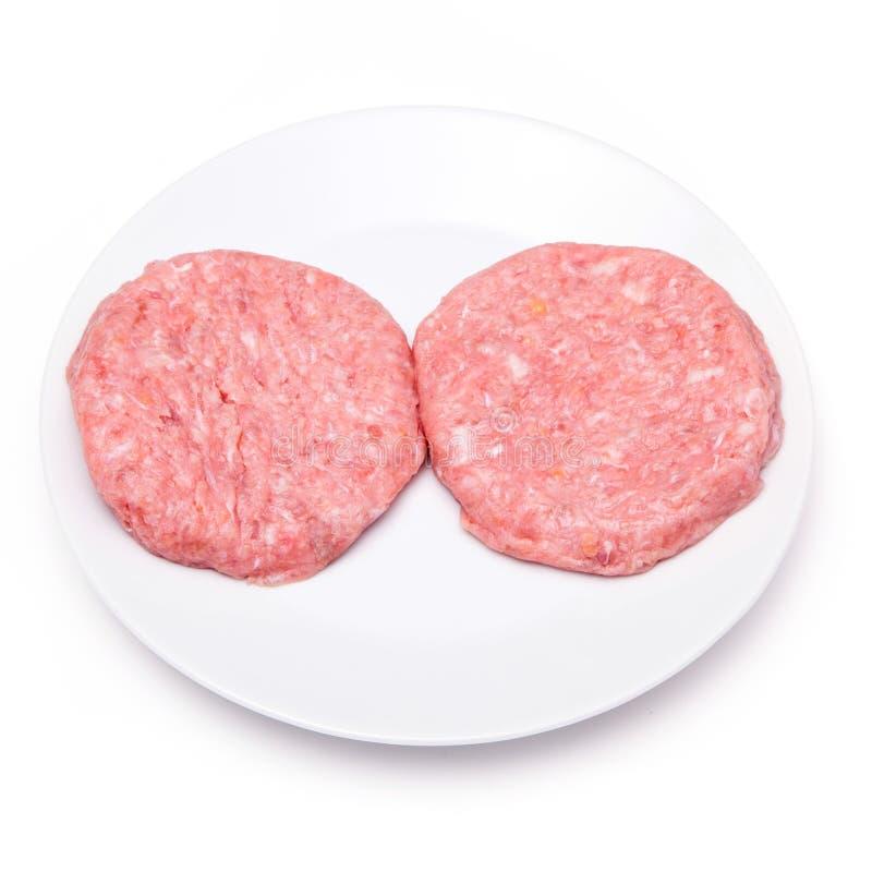 Hamburgers crus de viande de crocodile d'isolement sur un fond blanc de studio images libres de droits