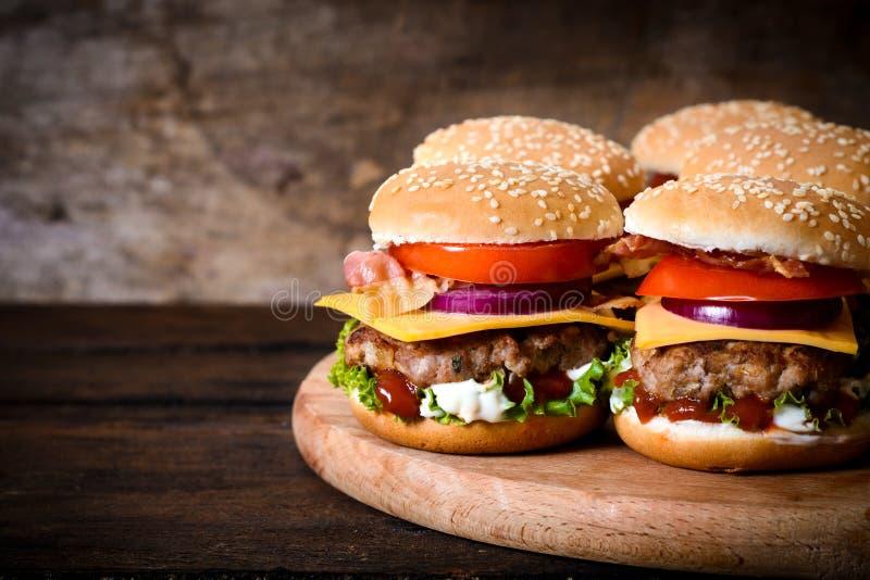 Hamburgers de boeuf image libre de droits