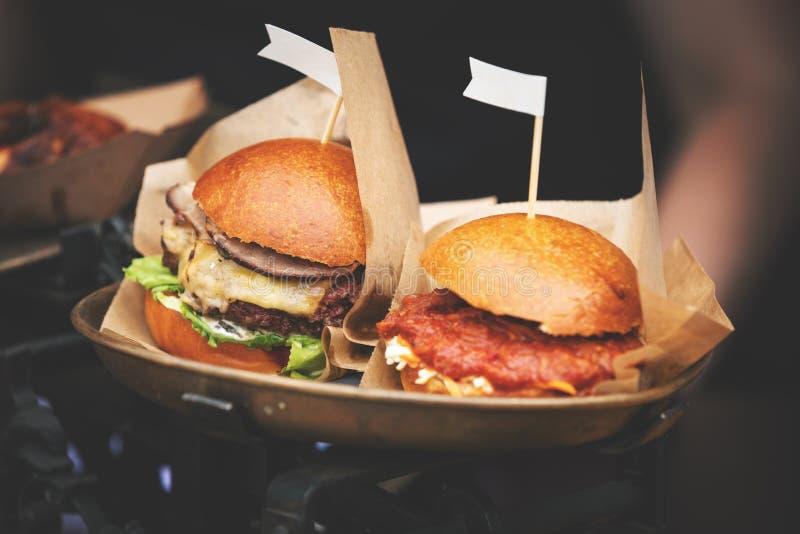 Hamburgers de festival de nourriture de rue photo libre de droits