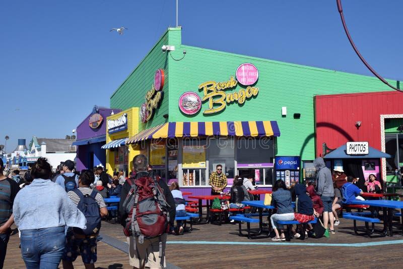 Hamburgertribune op Santa Monica Pier stock afbeelding