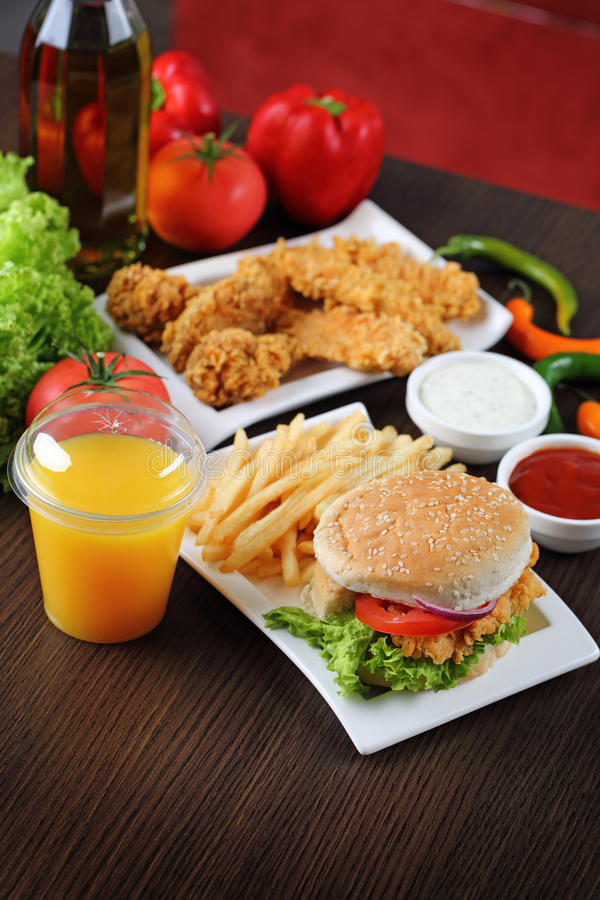 Hamburgeru i kurczaka bryłki obraz stock