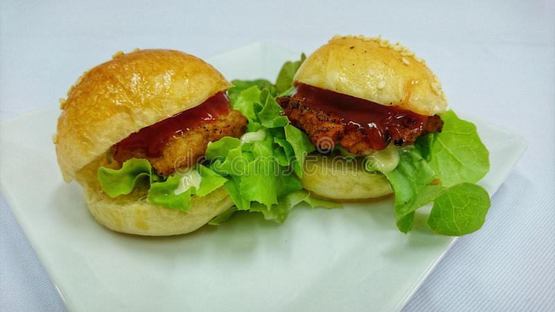 Hamburgeru pieczony kurczak obraz stock