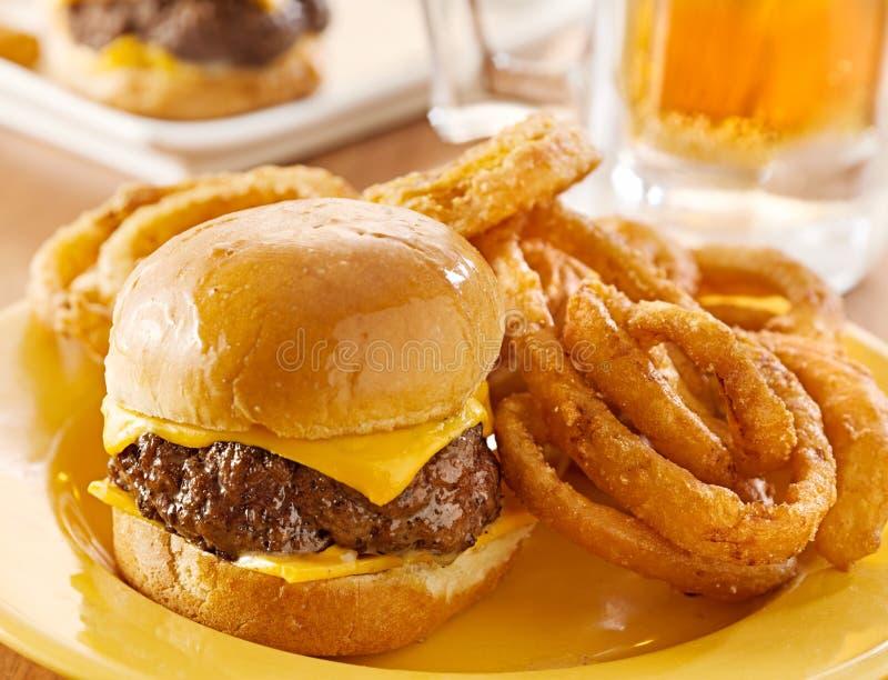 Hamburgeru serowy półmisek zdjęcie stock