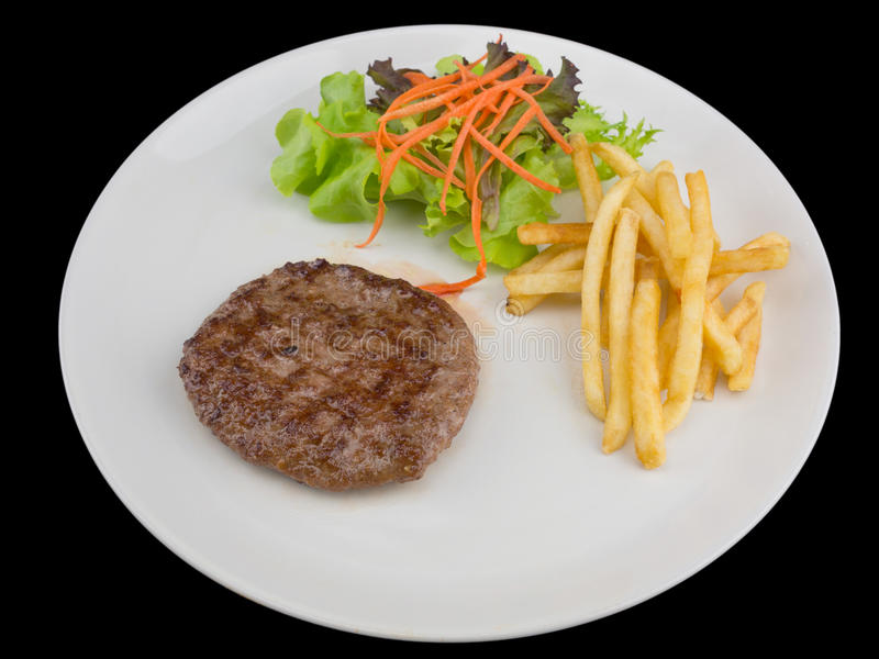 Hamburgeru stek z francuskimi dłoniakami, chlebem i warzywem odizolowywającymi, obraz royalty free