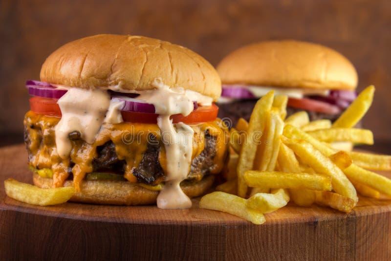 Hamburgery i dłoniaki fotografia stock