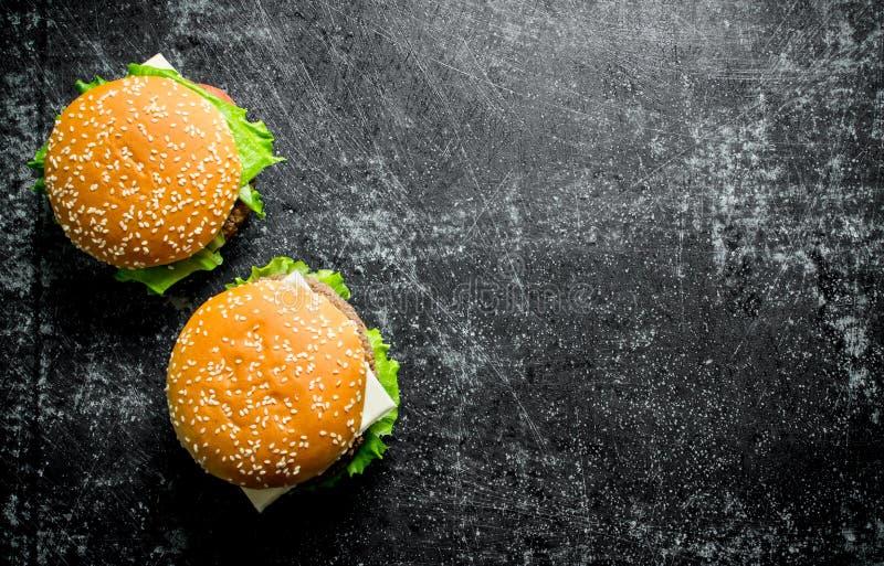 Hamburgery z wo?owin? i warzywami fotografia royalty free