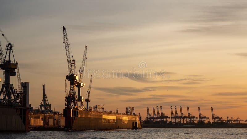 Hamburgo, Alemania El puerto y los astilleros fotos de archivo