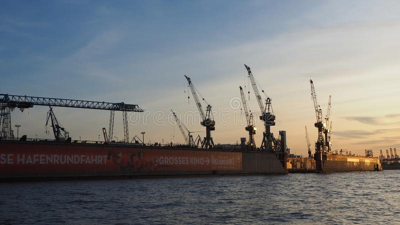 Hamburgo, Alemania El puerto y los astilleros foto de archivo
