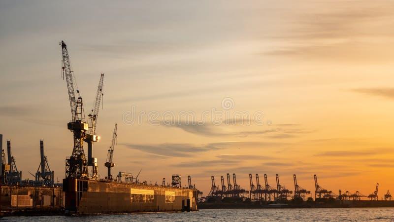 Hamburgo, Alemania El puerto y los astilleros imagenes de archivo