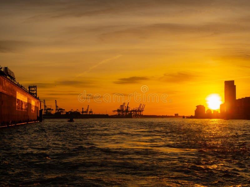 Hamburgo, Alemania El puerto y los astilleros fotografía de archivo