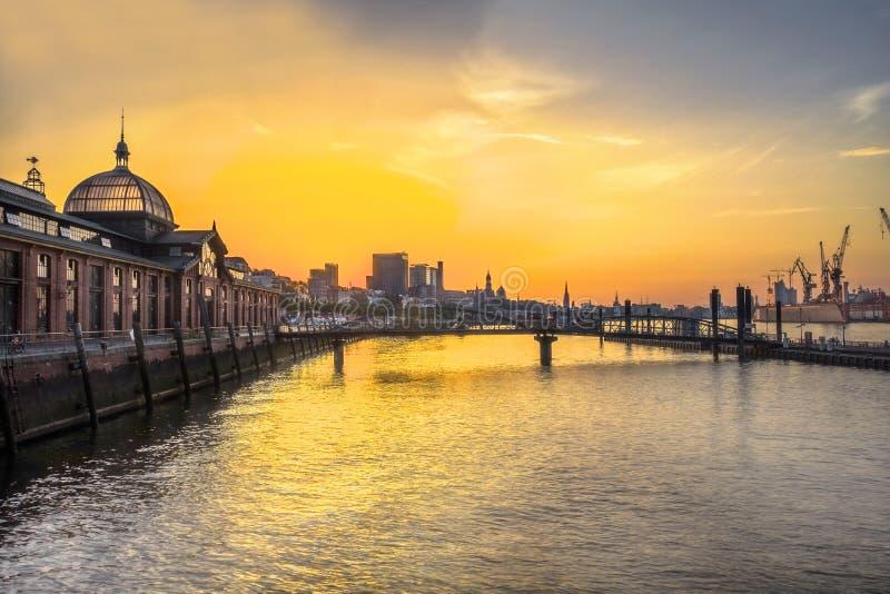 Hamburgo Fishmarket en la salida del sol imagen de archivo