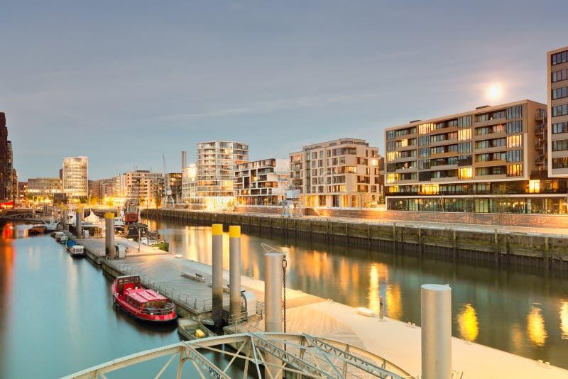 Hamburgo, Hafencity, arquitectura moderna en el waterfro imagen de archivo libre de regalías
