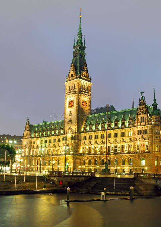 Hamburgs townhall przy nocą zdjęcia royalty free