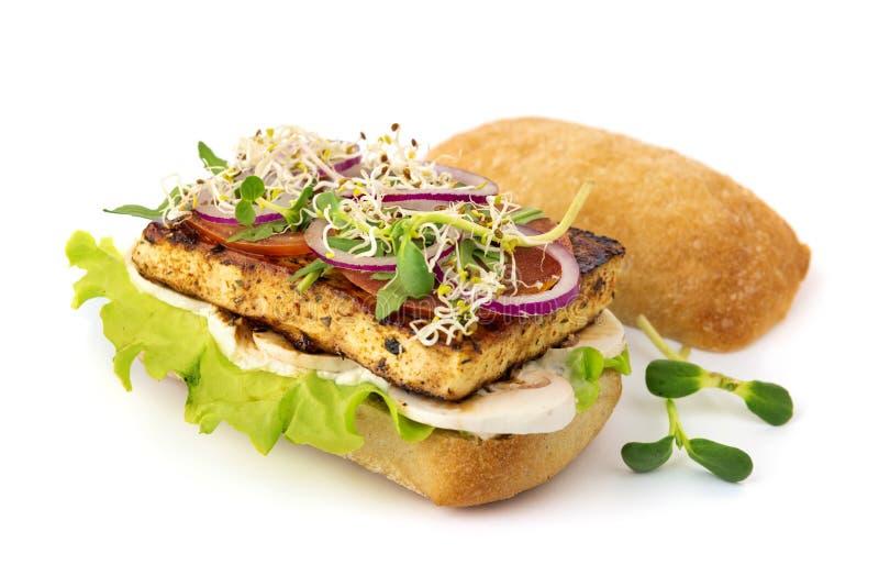 Hamburguer do tofu do vegetariano imagens de stock