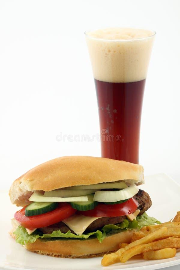 Hamburguer e caneca de cerveja imagem de stock royalty free