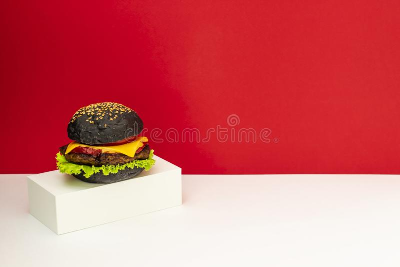 E Fundo vermelho e branco minimalism Alimento creativo Projeto do restaurante foto de stock royalty free