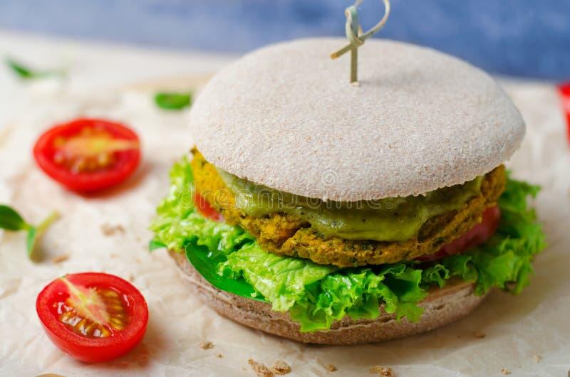 Hamburguer saudável do vegetariano imagem de stock