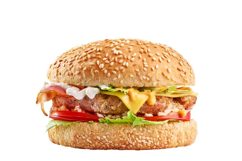 Hamburguesa con la chuleta grande del pollo, el queso cheddar, el tocino, los tomates y la cebolla caramelizada fotos de archivo libres de regalías