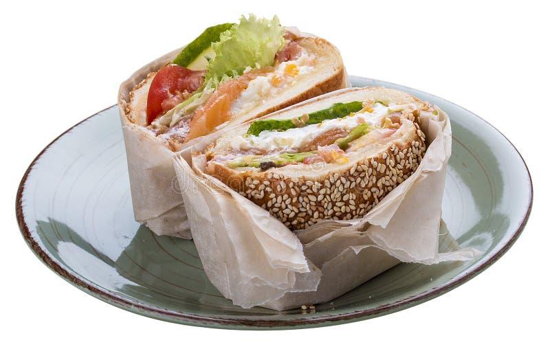 Hamburguesa de los pescados del desayuno con los salmones y la ensalada foto de archivo