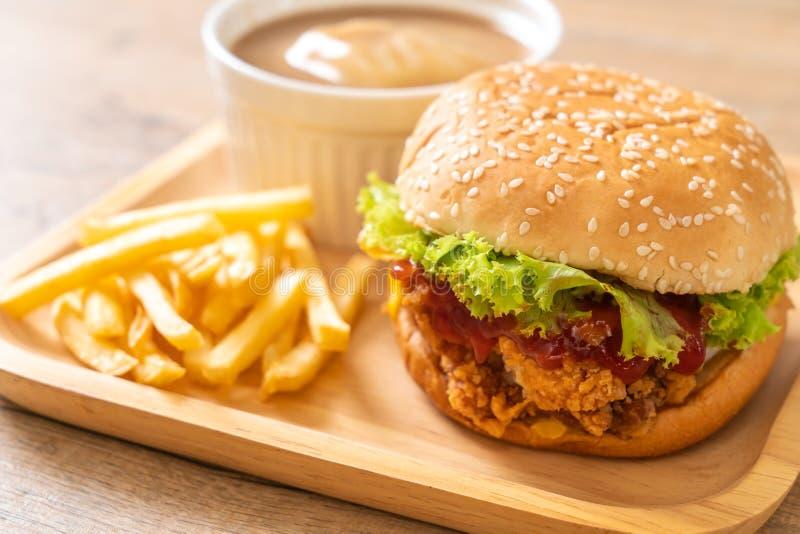 Hamburguesa del pollo frito imagenes de archivo