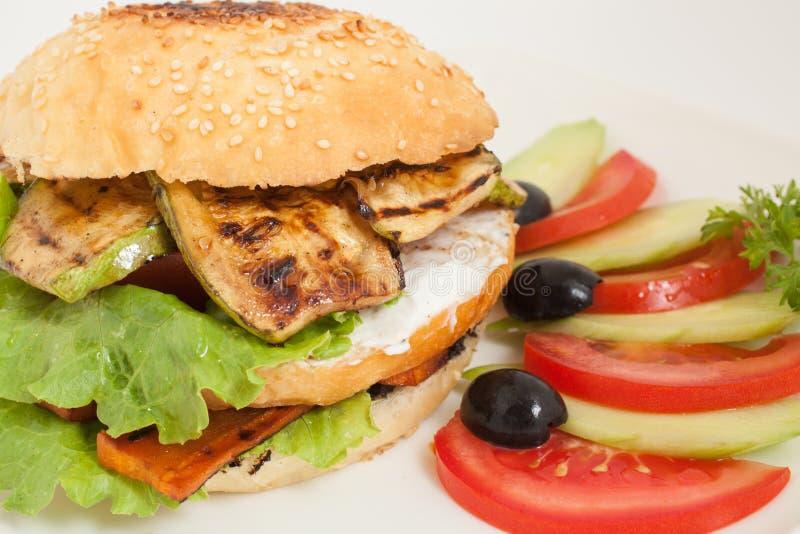 Hamburguesa vegetariana fresca con el calabacín fotos de archivo