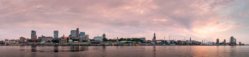 Hamburska linia horyzontu przy wschodem słońca, Niemcy obrazy stock