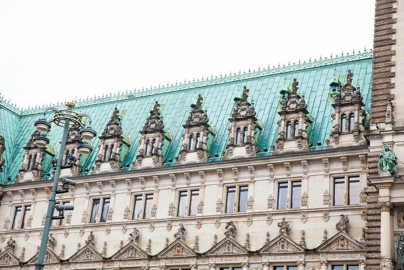 Hamburski urząd miasta buildiing lokalizować w Altstadt ćwiartce w centrum miasta przy Rathausmarkt kwadratem fotografia stock