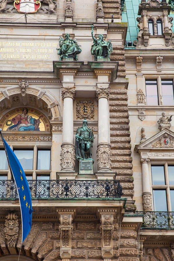 Hamburski urząd miasta buildiing lokalizować w Altstadt ćwiartce w centrum miasta przy Rathausmarkt kwadratem obrazy stock