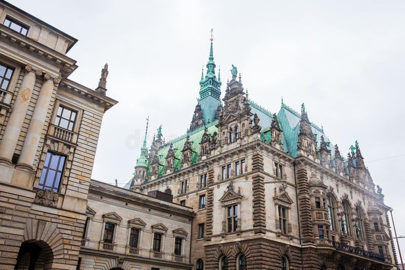 Hamburski urząd miasta buildiing lokalizować w Altstadt ćwiartce w centrum miasta przy Rathausmarkt kwadratem zdjęcie royalty free