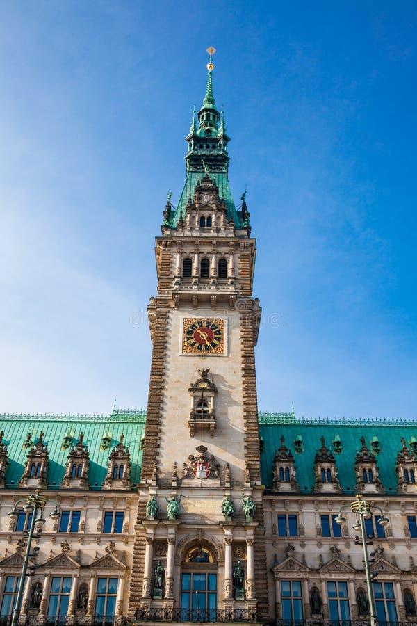 Hamburski urząd miasta buildiing lokalizować w Altstadt ćwiartce w centrum miasta przy Rathausmarkt kwadratem zdjęcia royalty free