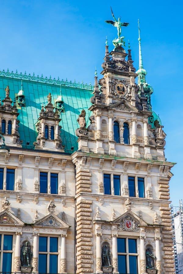 Hamburski urząd miasta buildiing lokalizować w Altstadt ćwiartce w centrum miasta przy Rathausmarkt kwadratem fotografia royalty free