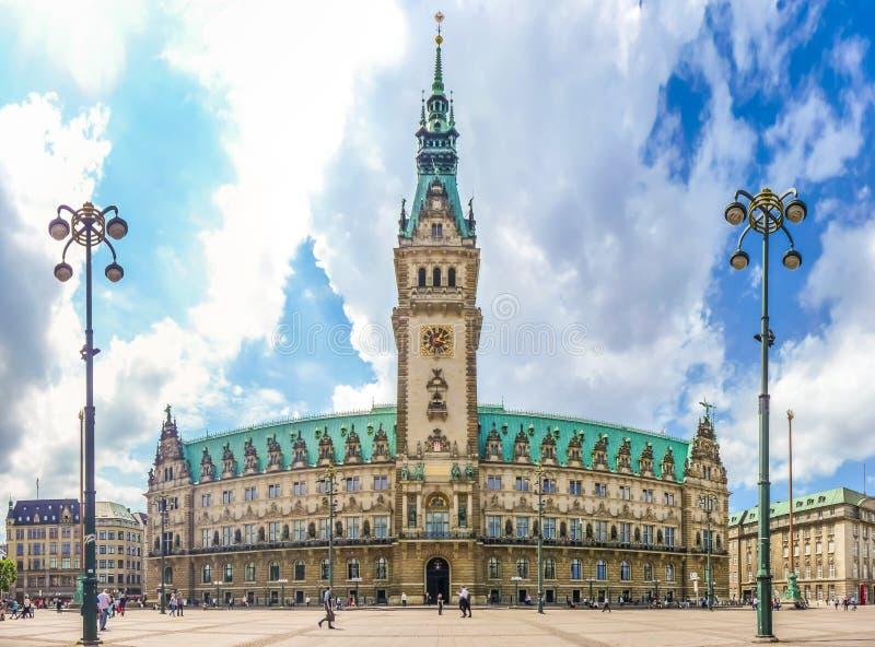 Hamburski urząd miasta przy targowym kwadratem w Altstadt ćwiartce, Niemcy zdjęcia stock